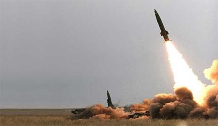 حملات موشکی یمنیها به مواضع نظامیان سعودی