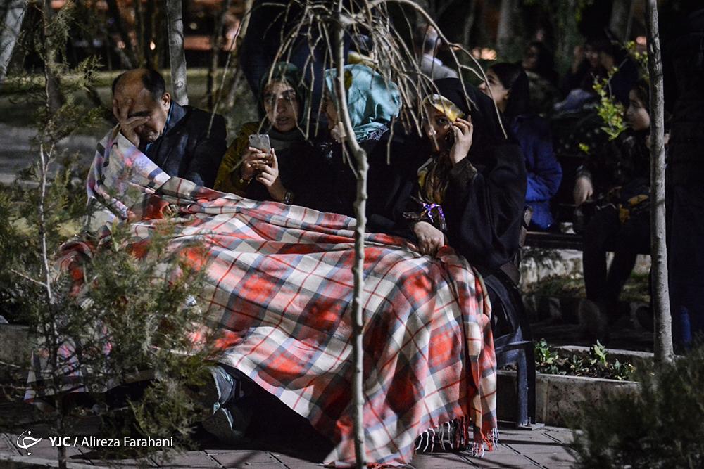 زلزله 5.2 ریشتری تهران را لرزاند/ 2 کشته و 97 مصدوم بعد از زمین لرزه/ ادارات تهران پنجشنبه تعطیل شد