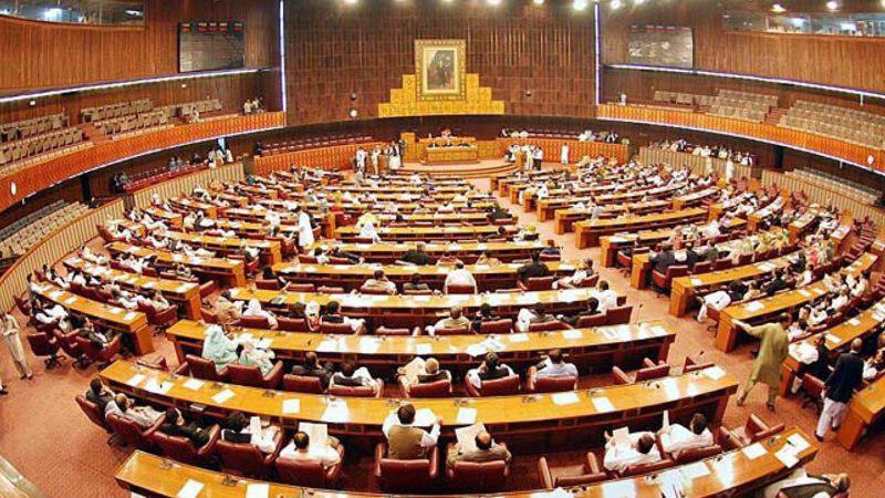 تداوم اعتراض ها به نحوه سوگند خوردن نمایندگان پاکستان