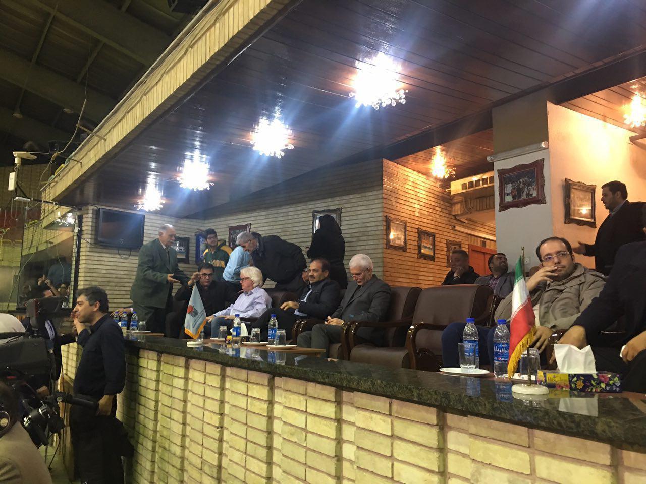 شفر تماشاگر ویژه رقابت بسکتبال ایران و قطر