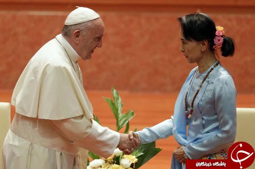 تصاویر روز: از دیدار پاپ فرانسیس با سوچی تا تزئین کریسمس کاخ سفید