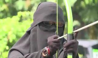 اعضای گروه زنانه نقاب در اندونزی به چه فعالیتهایی می پردازند؟