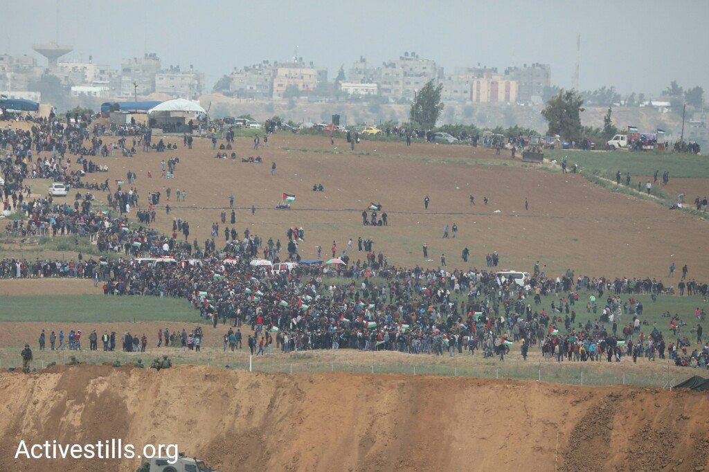 برگزاری «راهپیمایی بازگشت» در نوار غزه در میان آمادهباش نظامیان صهیونیست+ تصاویر