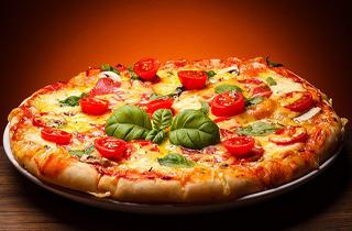 مردی که ۲۵ سال است تنها با خوردن پیتزا خود را سیر میکند+تصاویر