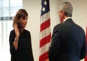 یک زن ایرانیتبار به عنوان معاون وزیر بازرگانی آمریکا سوگند یاد کرد