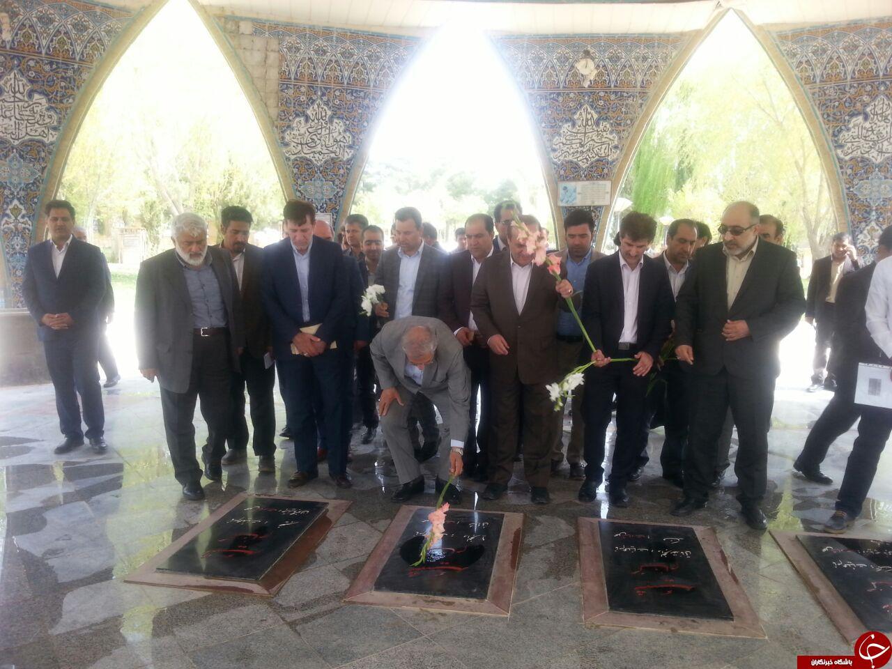 حضور وزیر تعاون، کار و رفاه اجتماعی در مزار شهدای ایلام