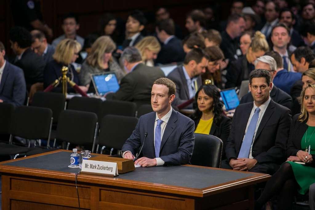 اعتراف مدیرعامل فیس بوک به سوء استفاده و نقض حریم خصوصی کاربران