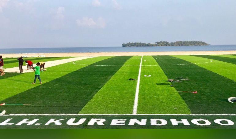 زیباترین زمین چمن فوتبال در مالدیو+عکس