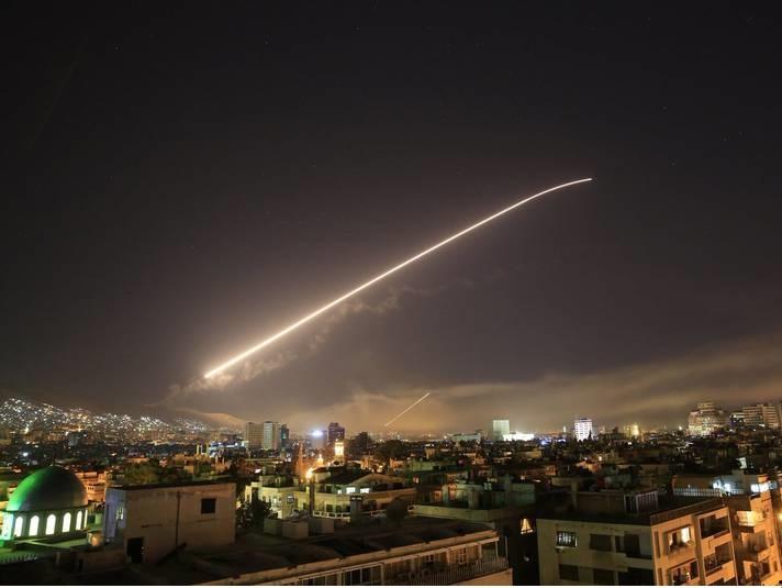 فاکتورسازی تاجرترین رییس جمهور برای دوشیدن اسپانسر های خام /واقعا ۱۰۵ موشک به سمت ۳ هدف آسان در شلیک شد؟ +تصاویر