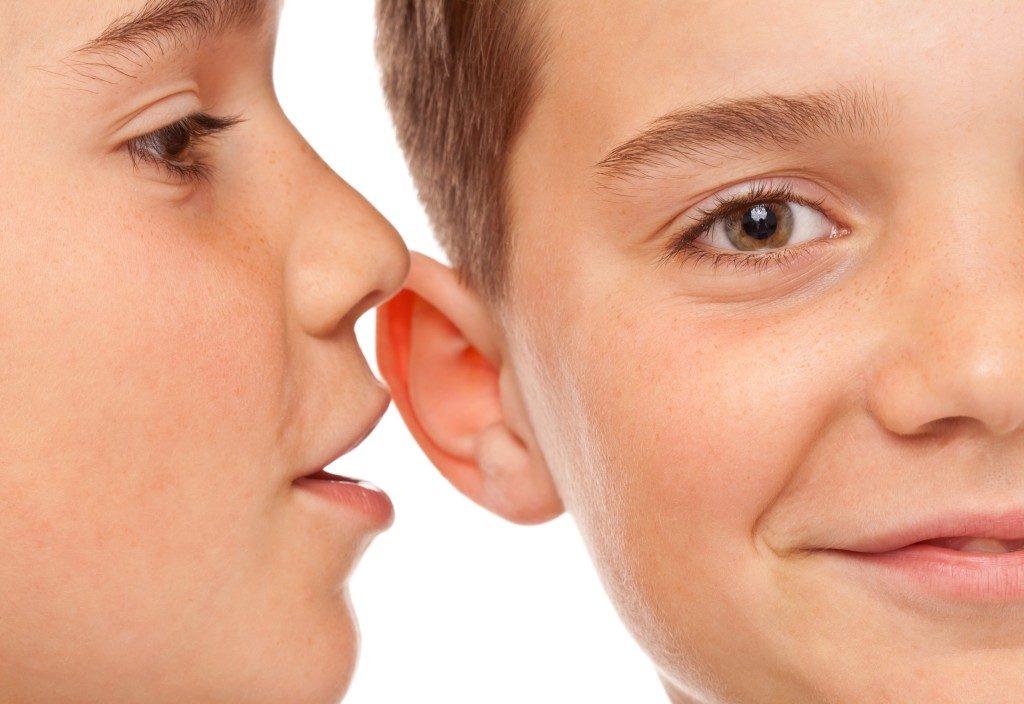 چگونه یک کودک رازدار تربیت کنیم؟