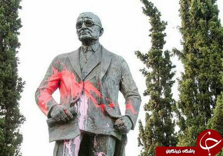 حمله به مجسمه رئیسجمهور سابق آمریکا در یونان در اعتراض به تجاوز نظامی به سوریه+ تصاویر