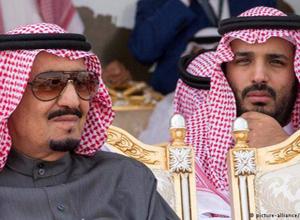 چاپلوسی به سبک سعودی ها مقابل ولیعهد و پادشاه عربستان+فیلم