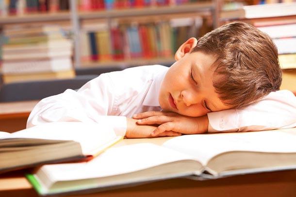 دستگاههای دیجیتال باعث ایجاد اختلال در چرخه خواب و سلامت روان دانش آموزان میشوند
