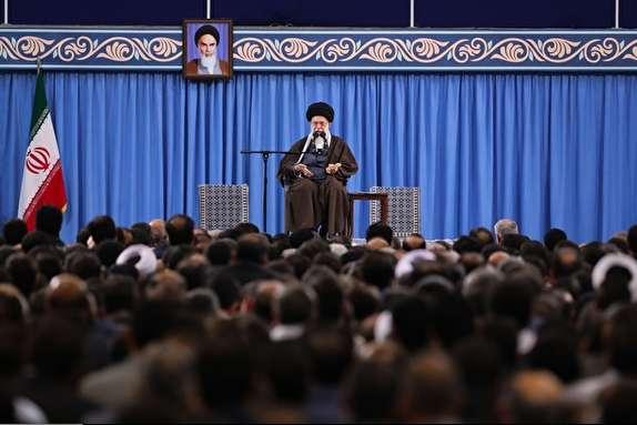 وزارت اطلاعات باید صد در صد انقلابی بماند و انقلابی عمل کند/در جمهوری اسلامی باید با فساد و روحیه اشرافیگری بهشدت مقابله شود