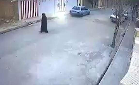 باشگاه خبرنگاران - صحنه دلخراش برخورد پراید با پیرزن در کوهدشت + فیلم