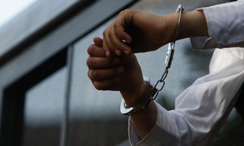 موبایل قاپها هنگام سرقت به دام افتادند/ فروش تلفن همراه 4 میلیونی به قیمت 50 هزار تومان + فیلم