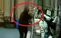 مسلمانشدن مردی که برای سرقت به فروشگاهی در آمریکا رفت! +فیلم
