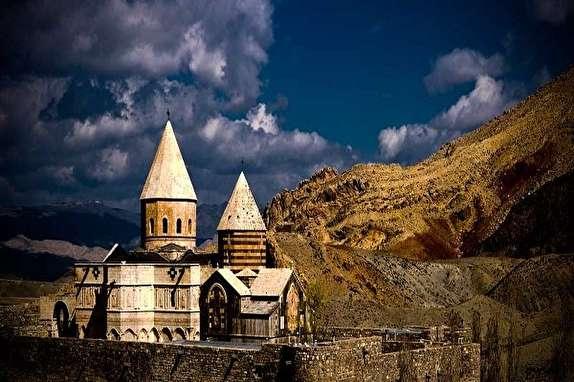 باشگاه خبرنگاران - سفر به کلیسای ۳۵۰۰ ساله در چالدران /قره کلیسا شاهکاری از معماری