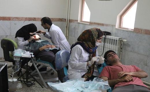 بهره مندی یکصد نفر بصورت روزانه از خدمات دندانپزشکی گروه جهادی  امام رضا (ع) در ایام نوروز