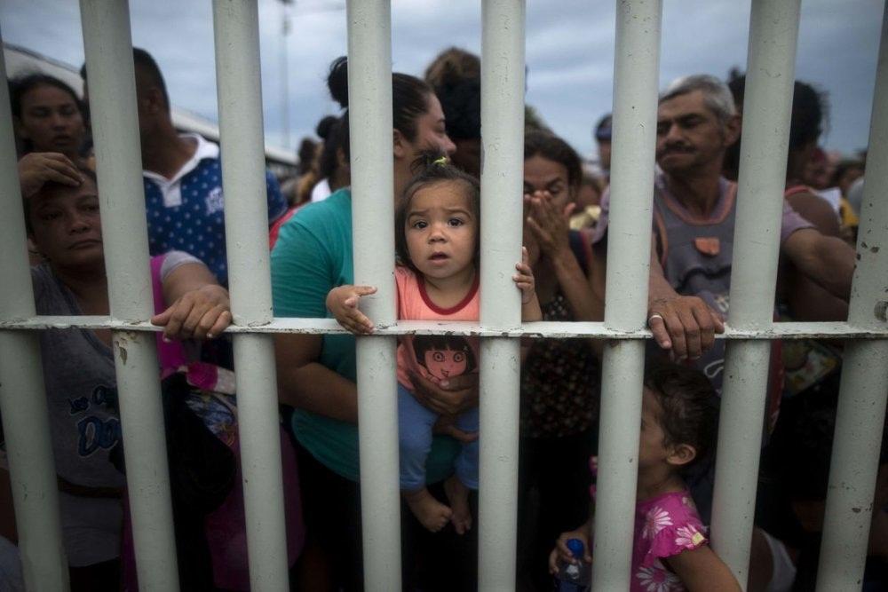 رفتار وحشیانه پلیس آمریکا با کودک خردسال پناهجو