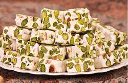 بازارِ تلخ، شیرینیِ معروف اصفهان / پسته از گز اصفهان پر کشید