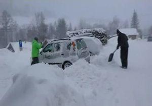 مشکلات مردم اسلواکی پس از بارش برف به ارتفاع ۱۹۰ سانتیمتر + فیلم
