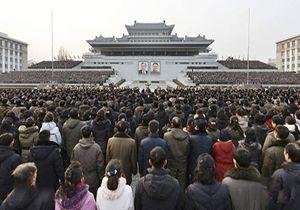 تجمع گسترده مردم کره شمالی برای ستایش رهبرشان + فیلم