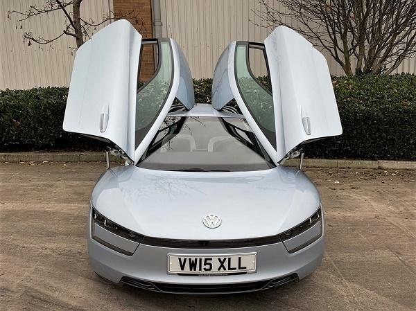 اتومبیل هیبریدی و کممصرف XL1 شرکت فولکس واگن با قیمتی مناسب عرضه شد