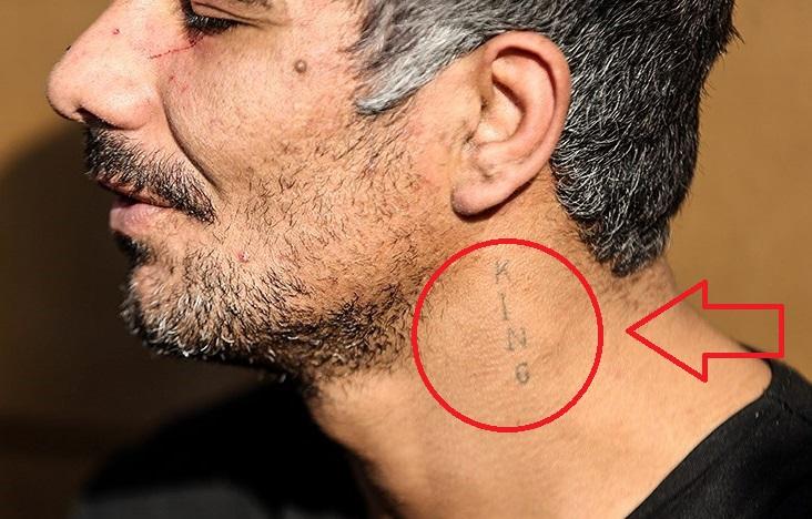 تصویری از خالکوبی سارق شیطان صفت/مرد جنایتکار چه لقبی برای خود روی گردنش حک کرده است؟