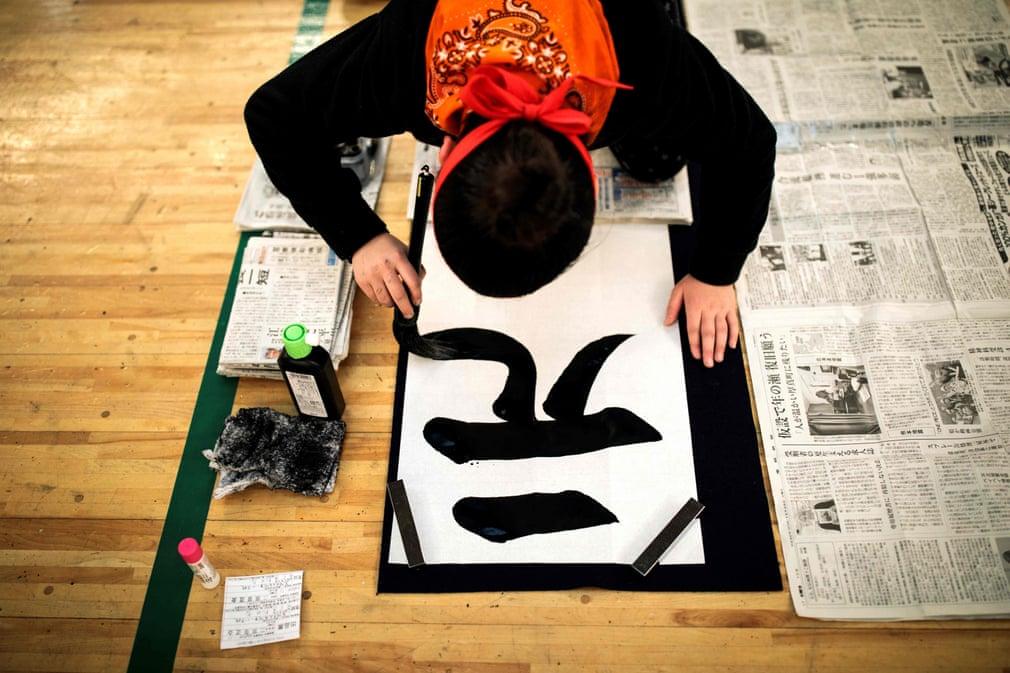 تصاویر روز: از برگزاری مراسم رژه شیطان در کلمبیا تا مسابقات خوشنویسی در ژاپن