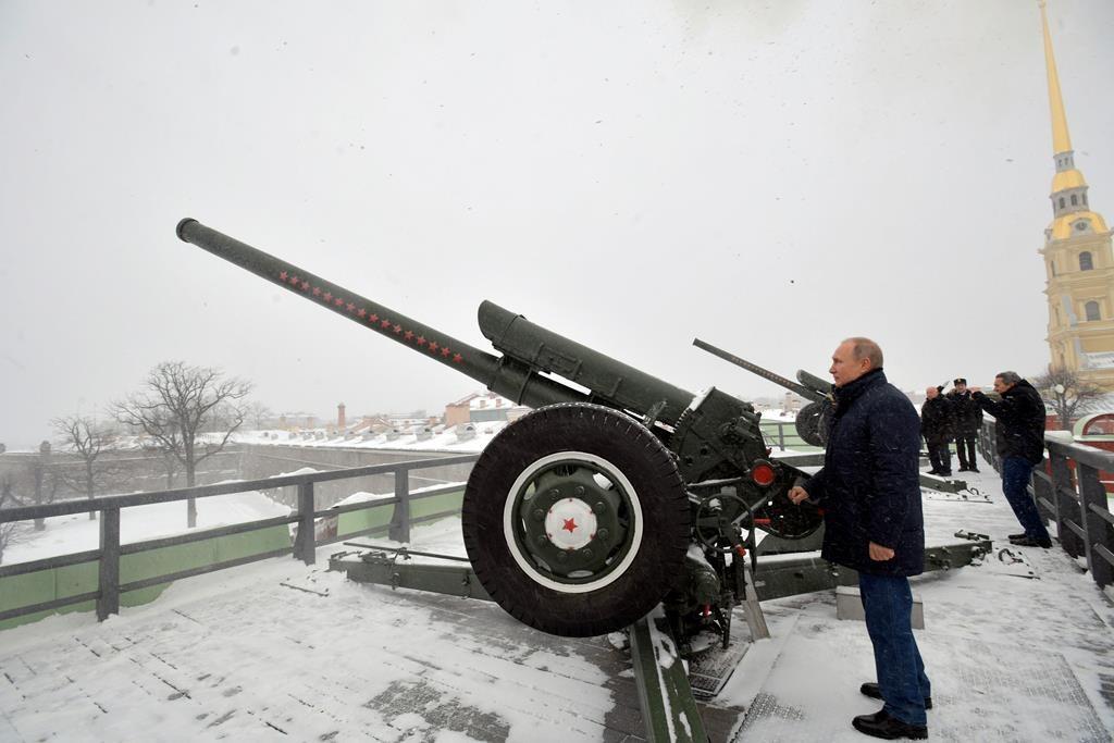 پوتین به مناسبت کریسمس ارتودکسی، توپ در کرد+ تصاویر و فیلم