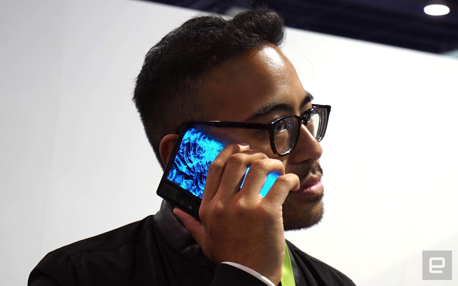 نمایشگاه CES 2019 | اولین گوشی منعطف Royole رونمایی شد +تصاویر