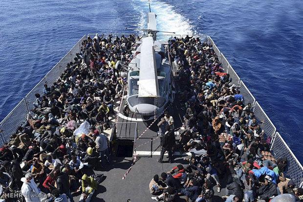 ایتالیا بنادر خود را به روی یک کشتی امداد با ۳۱۰ مهاجر بست