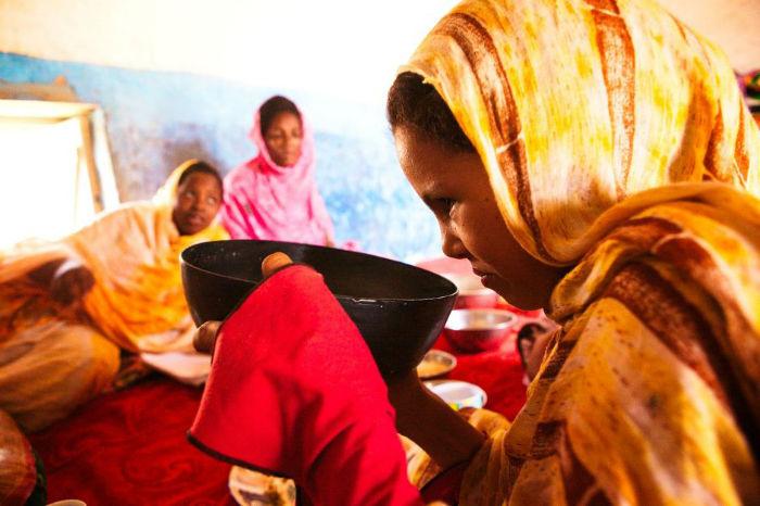 سنت های عجیب ازدواج در سراسر جهان؛ از محرومیت از دستشویی تا تراشیدن سر عروس