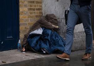 مرد بیخانمانی که کلاهبردار از آب درآمد +عکس
