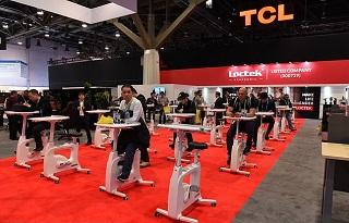 هم ورزش کنید هم کار! /دوچرخه ثابتی که ورزش را با کار ادغام میکند +فیلم