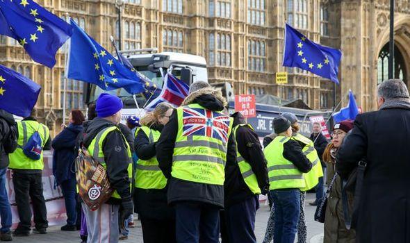 نهمین شنبه تظاهرات جلیقه زردها در فرانسه/ گسترش اعتراضات به انگلیس و ایرلند شمالی