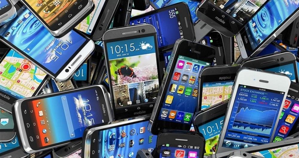 قیمت تلفن همراه حدود ۲۰ درصد کاهش یافت/ توزیع گوشی مانده در گمرک