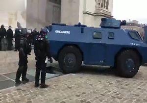 خوشحالی معترضان جلیقه زرد از اتفاق غیرمنتظره برای تانک پلیس + فیلم