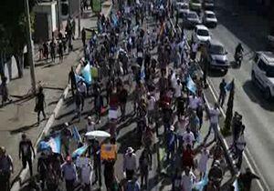 اعتراض مردم گواتمالا به اخراج اعضای کمیسیون مبارزه با فساد سازمان ملل توسط رئیس جمهور + فیلم