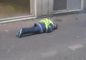 مجروح شدن یک جلیقه زرد پس از پرتاب نارنجک دودزا توسط پلیس + فیلم