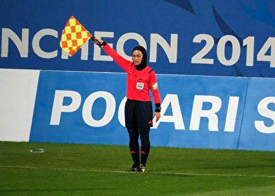 اشکهای داور بین المللی فوتبال بانوان پس از برکناری از قضاوت + فیلم