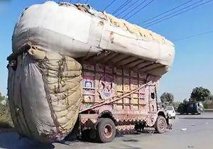 چپ کردن عجیبتترین کامیون حمل بار + فیلم