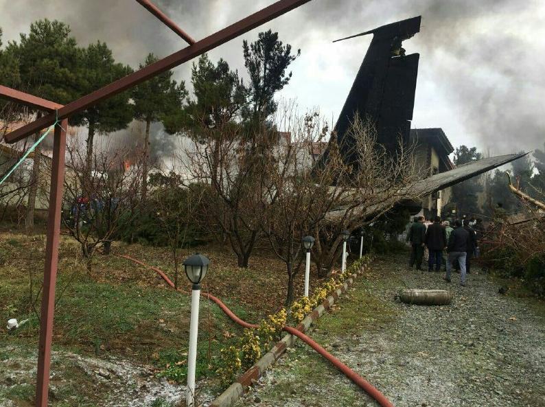 اولین تصاویر از محل سقوط بوئينگ٧٠٧ در فرودگاه فتح كرج