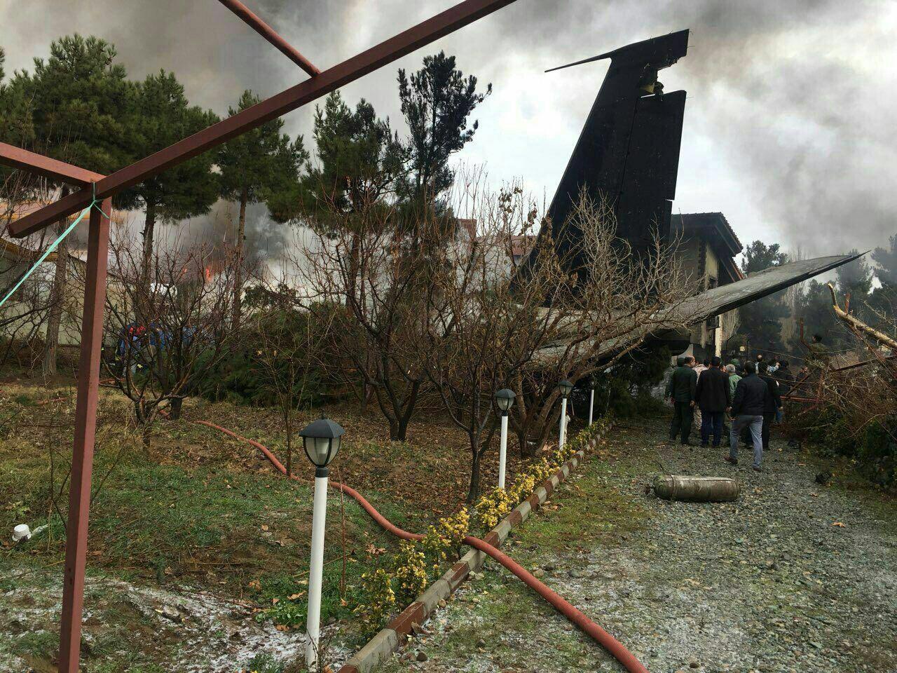 سقوط هواپیمای غیرمسافربری در صفادشت کرج+ تصاویر