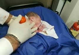 نوزاد عجول در آمبولانس بدنیا آمد