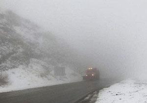 مه غلیظ دید افقی در گردنههای مهاباد را به ۱۰ متر کاهش داد