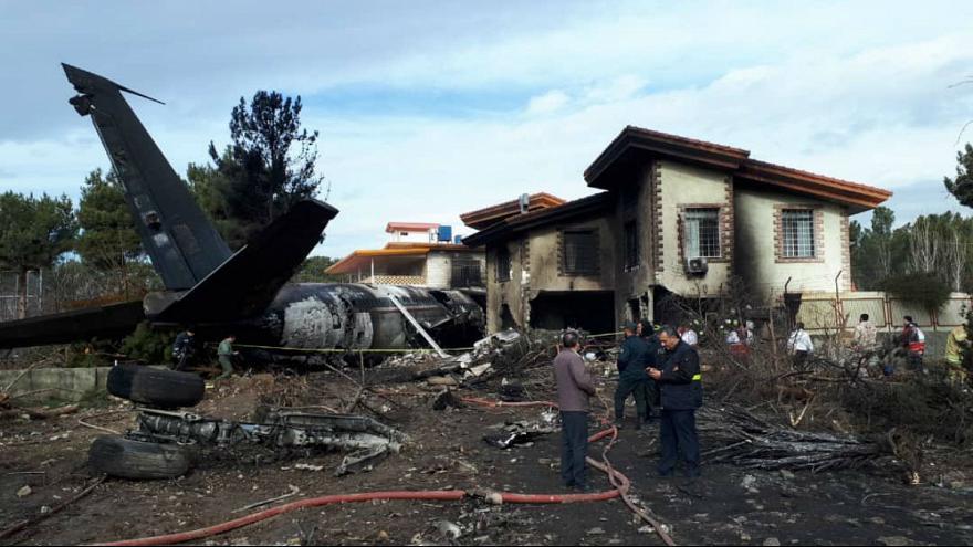 اسامی کامل جانباختگان سانحه سقوط هواپیمای ارتش/ انتقال اجساد به پزشکی قانونی