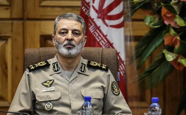 فرمانده کل ارتش شهادت جمعی از کارکنان نیروی هوایی ارتش را تسلیت گفت