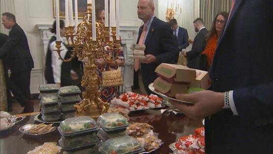 تعطیلی دولت آمریکا، ترامپ را وادار به برگزاری مراسم شام با فست فود کرد+تصاویر